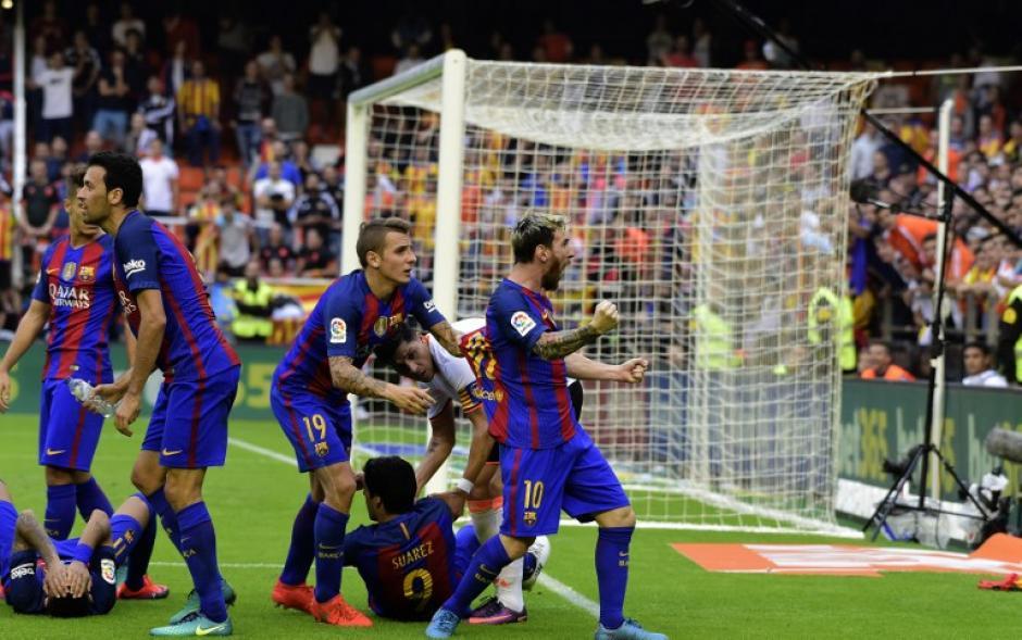 Messi celebra el gol viendo a la grada. (Foto: AFP)