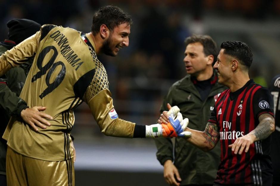 Donnarumma y Locatelli, dos de las nuevas estrellas del Milán. (Foto: AFP)