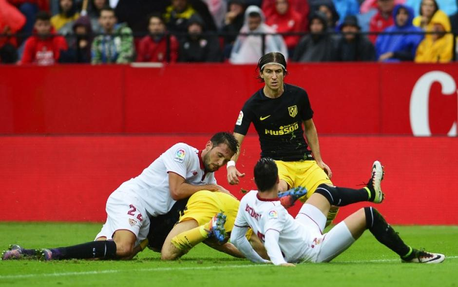 El juego fue disputado pero Sevilla ganó la partida. (Foto: AFP)