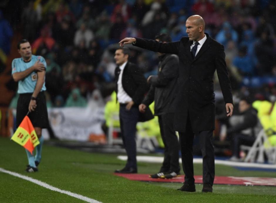 Zinedine Zidane logró de nuevo llevar a su equipo al liderato en la Liga. (Foto: AFP)