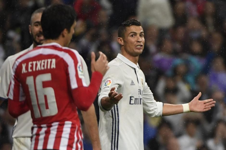 Cristiano Ronaldo falló un gol sobre la hora de manera increíble. (Foto: AFP)
