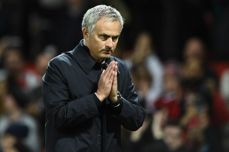 ¡Perdón! Así se disculpó Mou con su afición. (Foto: AFP)