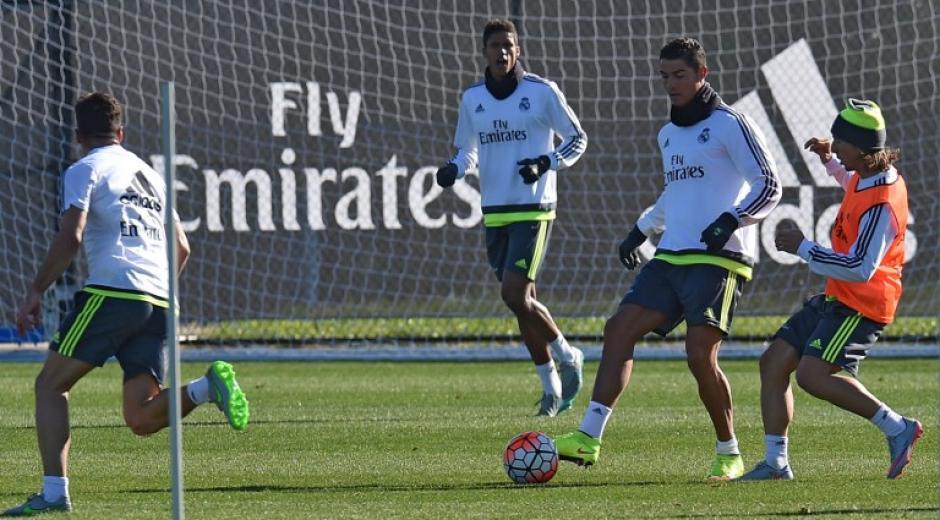 Parte del entrenamiento del Real Madrid. (Foto: EFE)