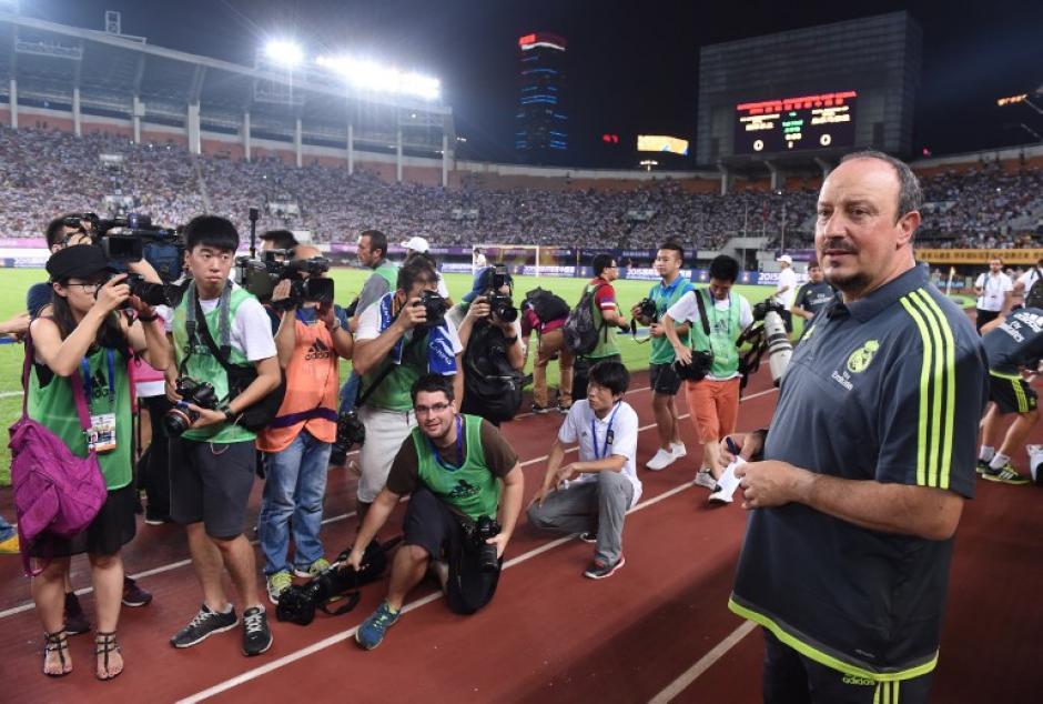 Rafa Benítez fue uno de los focos de atención de la prensa china. (Foto: AFP)