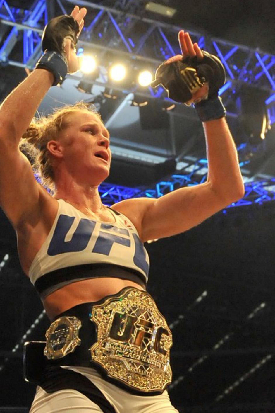 Holly Holm fue declarada la nueva reina de la UFC al derrotar a Ronda Rousey. (Foto: AFP)