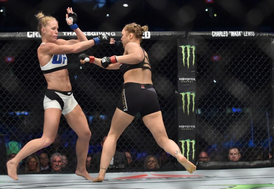 Rousey perdió el título mundial del peso gallo de la UFC ante Holm tras ser derrotada por K.O. (Foto: AFP)