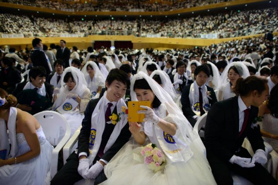 Fueron al menos 2,500 parejas las que participaron en la boda. Foto AFP