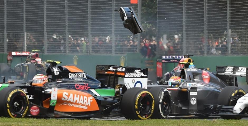Los pilotos mexicanos Checo Pérez y Esteban Gutiérrez tuvieron un choque entre ambos sin embargo no tuvo consecuencias. (Foto: AFP)
