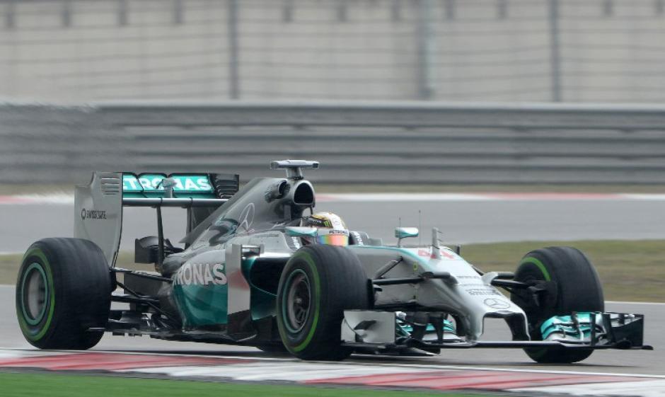 Lewis Hamilton, logró otra pole position para el Gran Premio de Shanghái. (Foto: AFP)