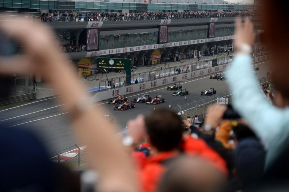 Los aficionados de la F1 disfrutaron de una gran carrera en el GP de China. (Foto: AFP)