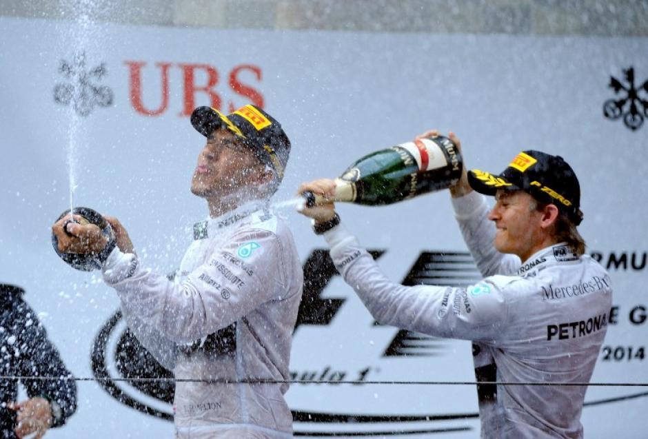 La celebración de Lewis Hamilton en el podio del Gran Premio de China. (Foto: AFP)