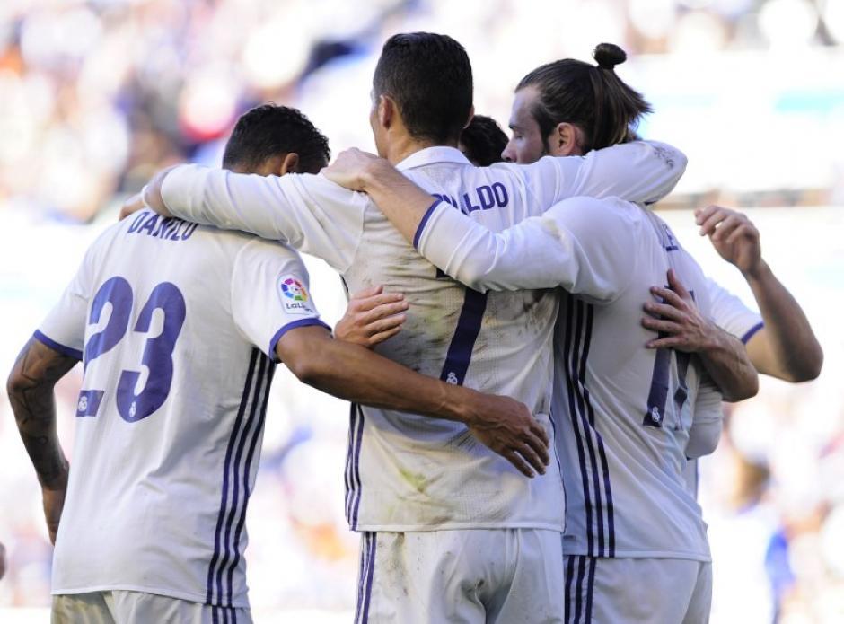 Cristiano celebra con Danilo y Bale. (Foto: AFP)