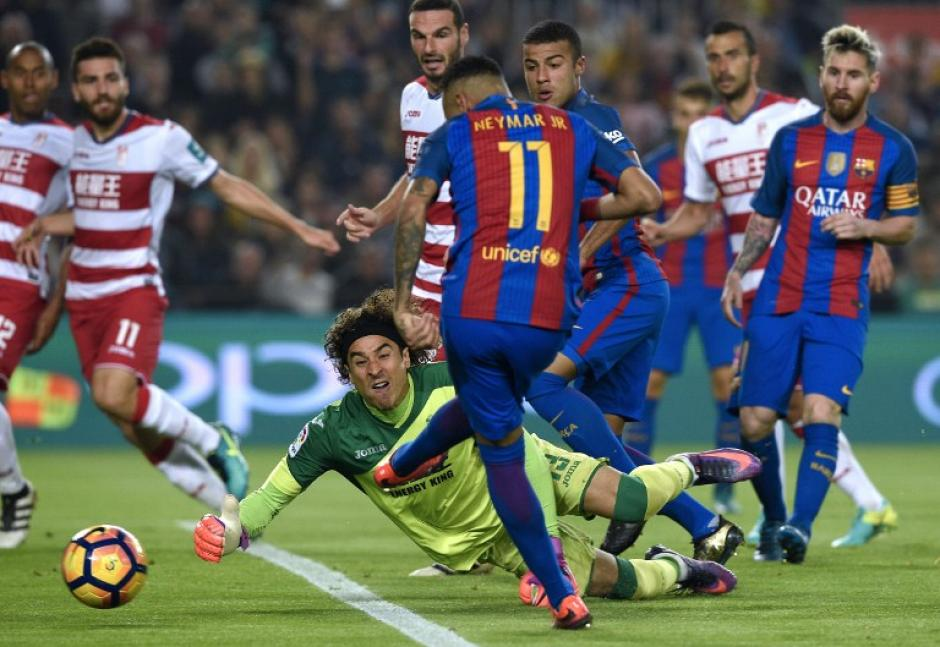 Neymar se volvió a topar con Ochoa, como en el Mundial 2014. (Foto: AFP)