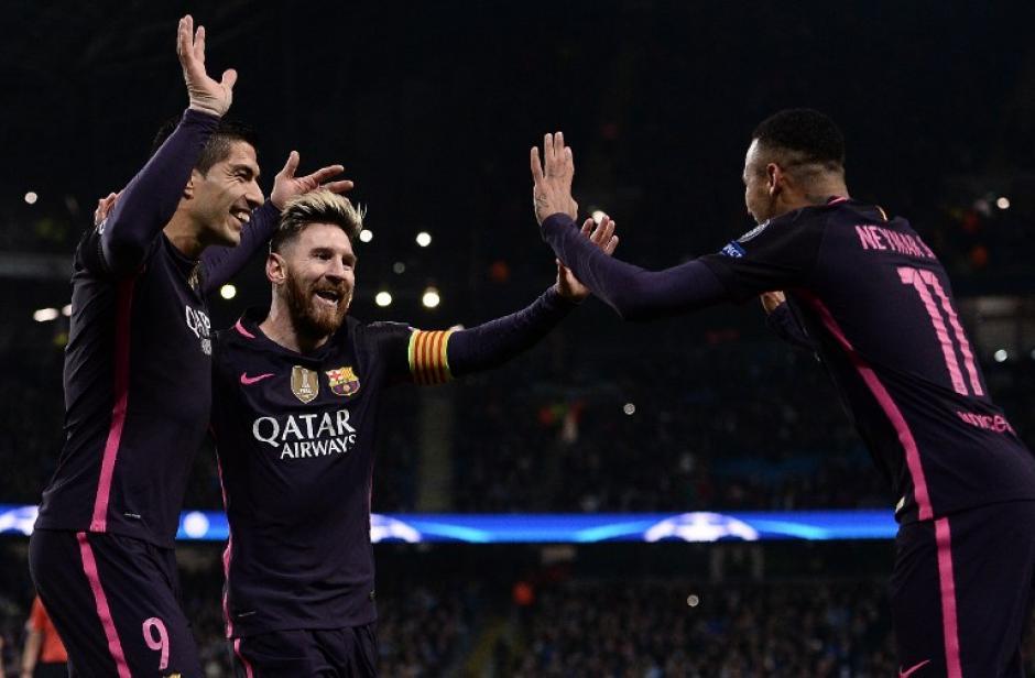 Messi celebra con Suárez y Neymar. (Foto: AFP)