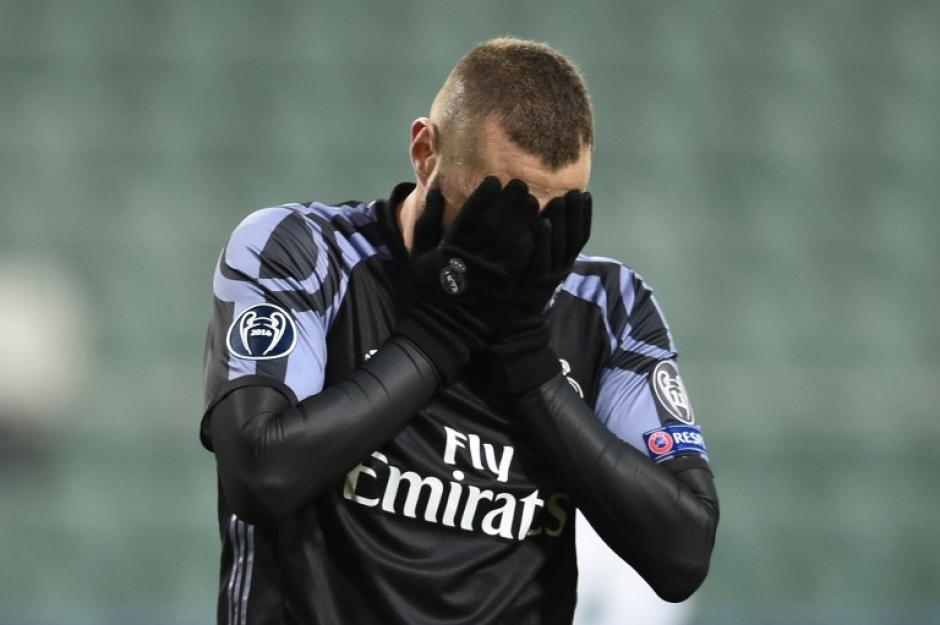 Karim Benzema se lamenta en una acción. (Foto: AFP)
