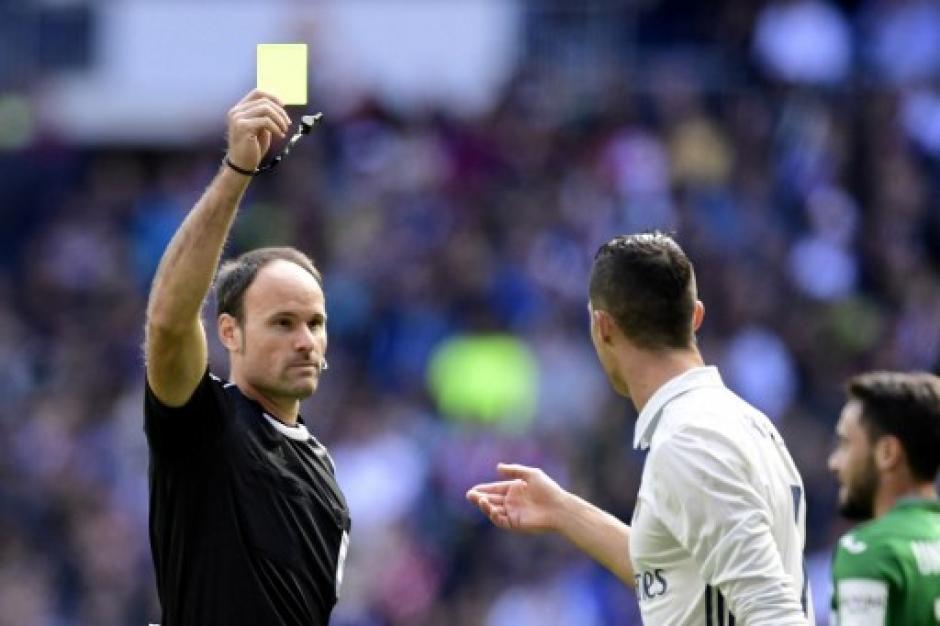 Este 6 de noviembre CR7 no pudo anotar ante el Leganés, pero si obtuvo una tarjeta amarilla. (Foto: AFP)