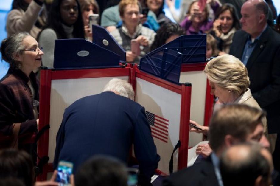 Sonriente y con un semblante relajado se mostró la candidata. (Foto: AFP)