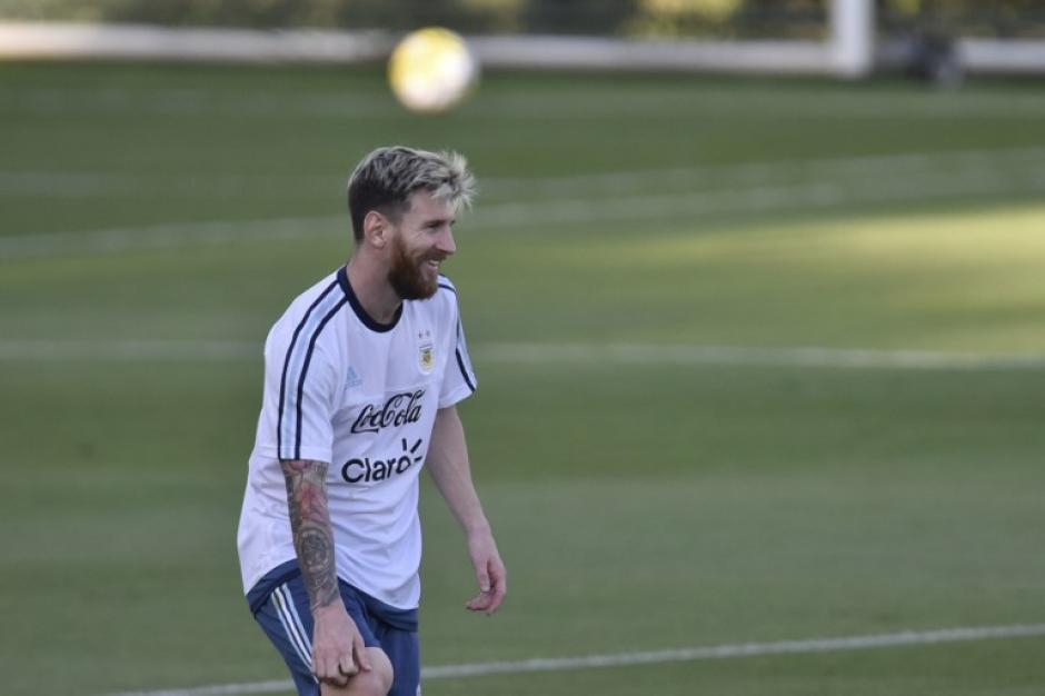 Messi ayudó a unos guardias de seguridad que llevaban 6 meses sin salario. (Foto: AFP)