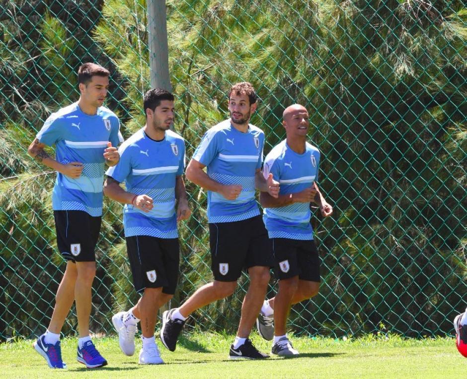 Suárez durante el entreno de Uruguay. (Foto: AFP)