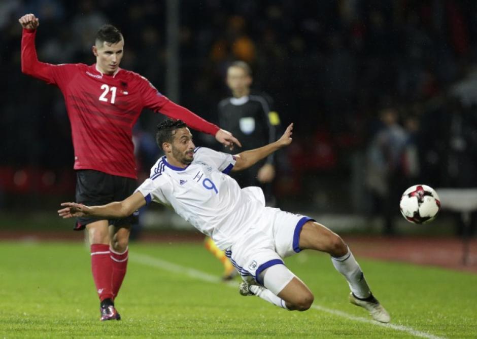 Albania no aguantó con nueve hombres ante Israel. (Foto: AFP)