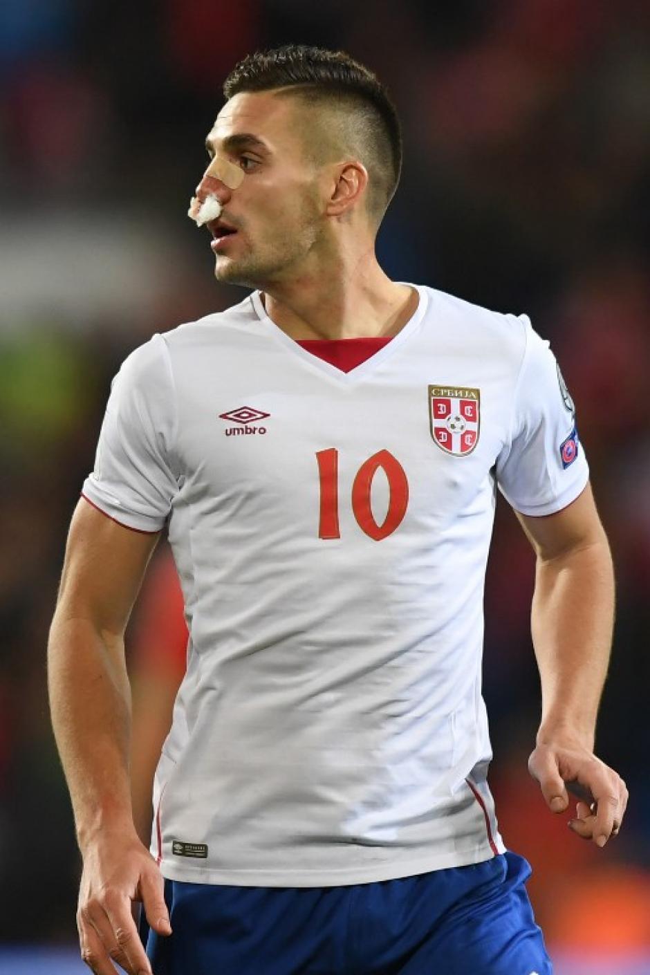 El jugador del Southampton pudo continuar en la cancha. (Foto: AFP)