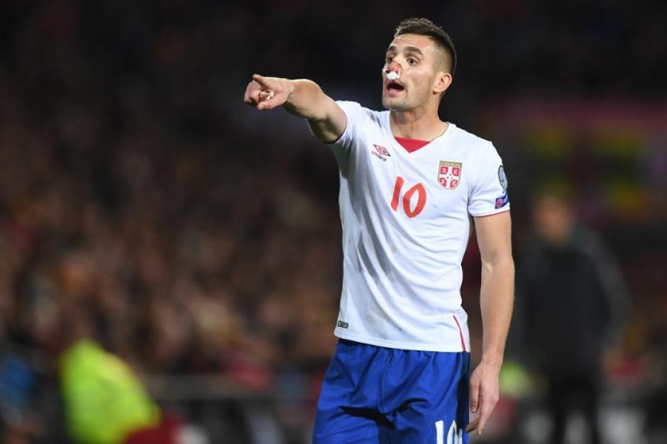 El futbolista serbio recibió una fuerte patada sin mala intención. (Foto: AFP)