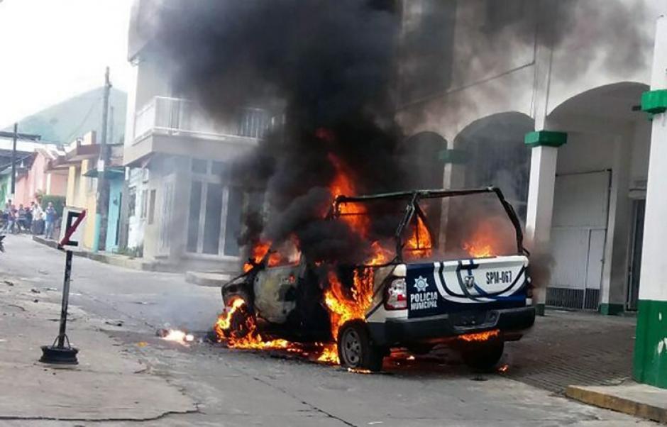 Los pobladores exigieron a las autoridades explicaciones sobre el hecho. (Foto: AFP)