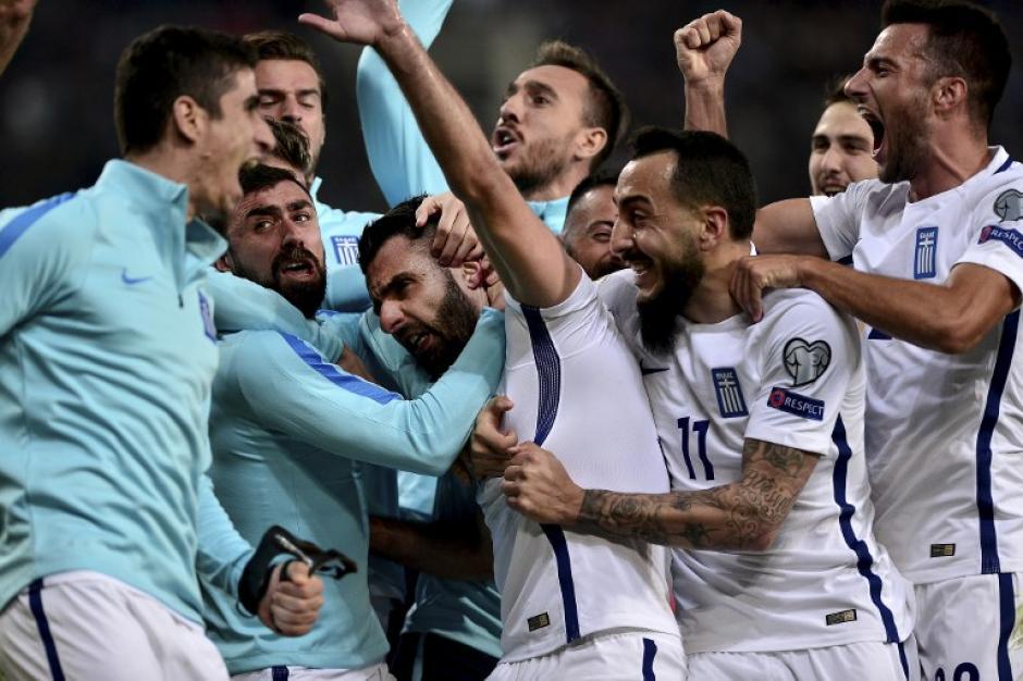 Los griegos celebraron el gol como lo ameritaba la ocasión. (Foto: AFP)