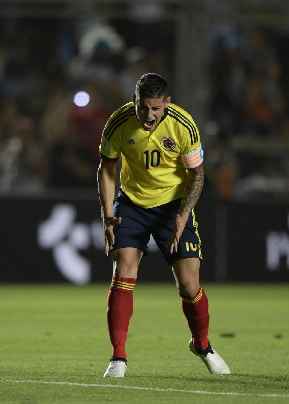 Su selección cayó 3-0 y James discutió con todos. (Foto: AFP)