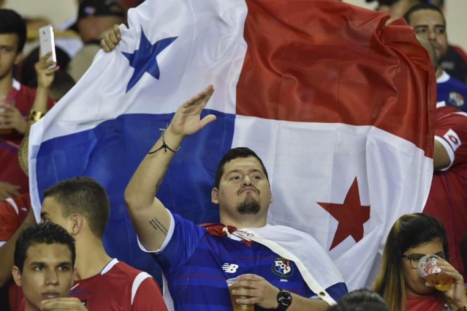 La afición los recibió de forma hostil. (Foto: AFP)