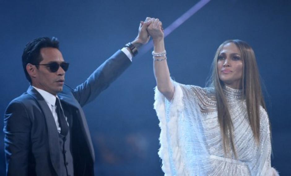 Marc Anthony y JLo hicieron un dueto que fue aplaudido.  (Foto: AFP)