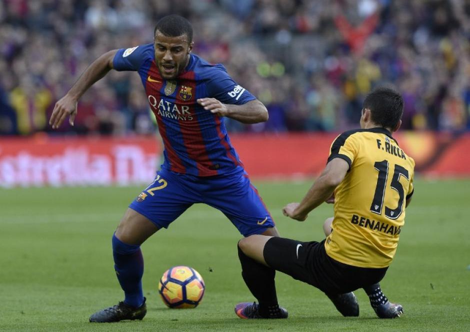 Rafinha tampoco pudo aportar para su equipo ante la marca de Federico Ricca del Málaga. (Foto: LLUIS GENE/AFP)