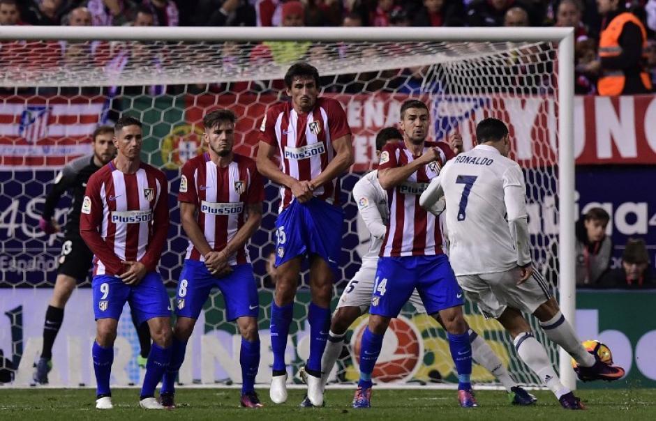 Con este tiro Cristiano Ronaldo abrió el marcador. (Foto: GERARD JULIEN/AFP)