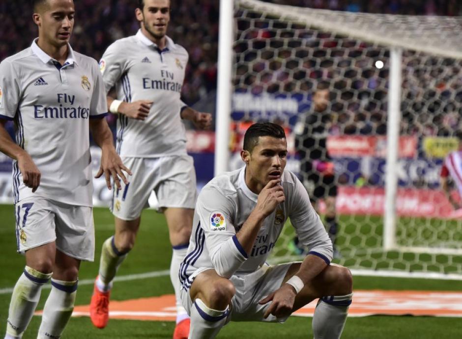 Cristiano Ronaldo celebra con un peculiar gesto su segundo tanto. (Foto: GERARD JULIEN/AFP)