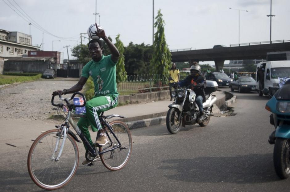 Las carreteras que recorrió tenían un grado de dificultad que hacían más emocionante el recorrido.  (Foto: AFP)