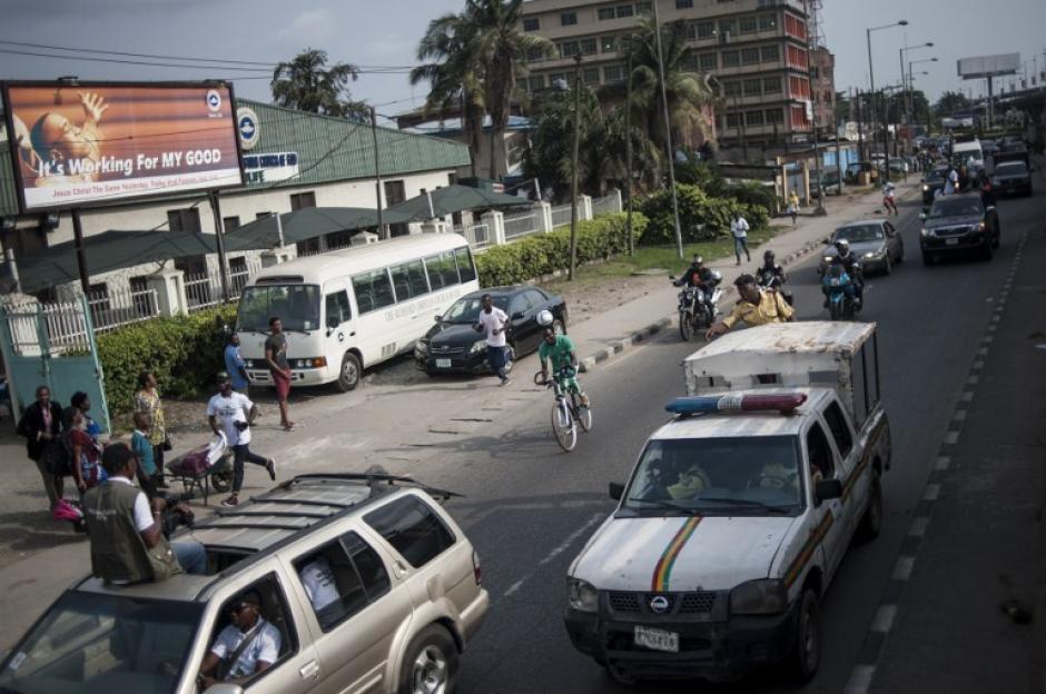 Los automovilistas respetaron el recorrido de Chinedu. (Foto: AFP)