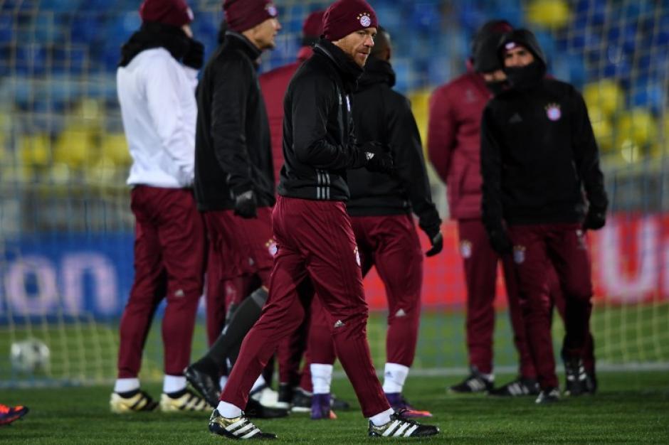 """Los jugadores alemanes """"calentaron"""" así antes del juego. (Foto: AFP)"""