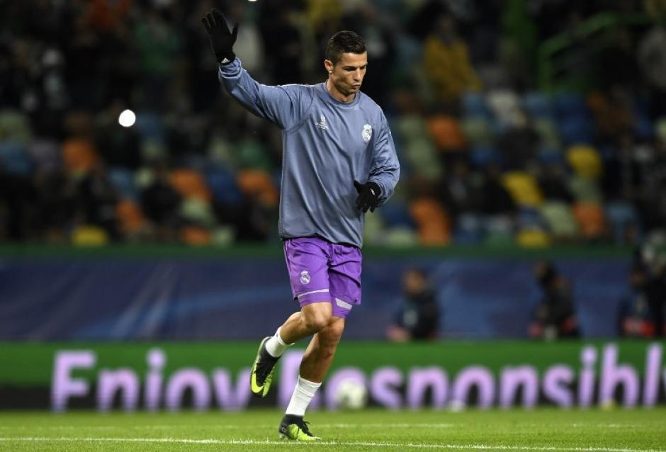Cristiano agradeció los aplausos de la grada. (Foto: AFP)
