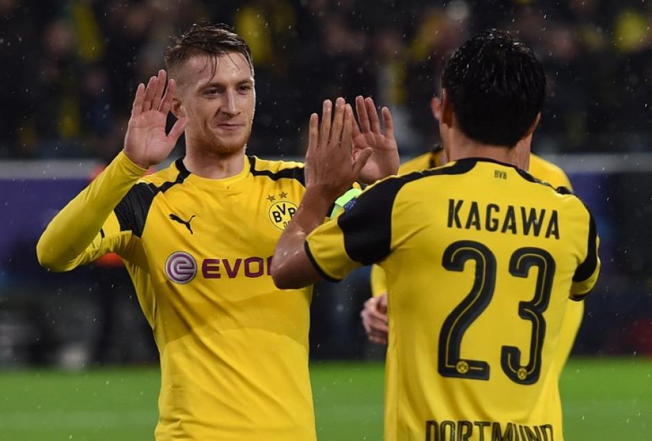 Marco Reus y Shinji Kagawa celebran un gol. (Foto: AFP)