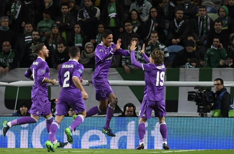 Raphael Varane celebra su gol. (Foto: AFP)