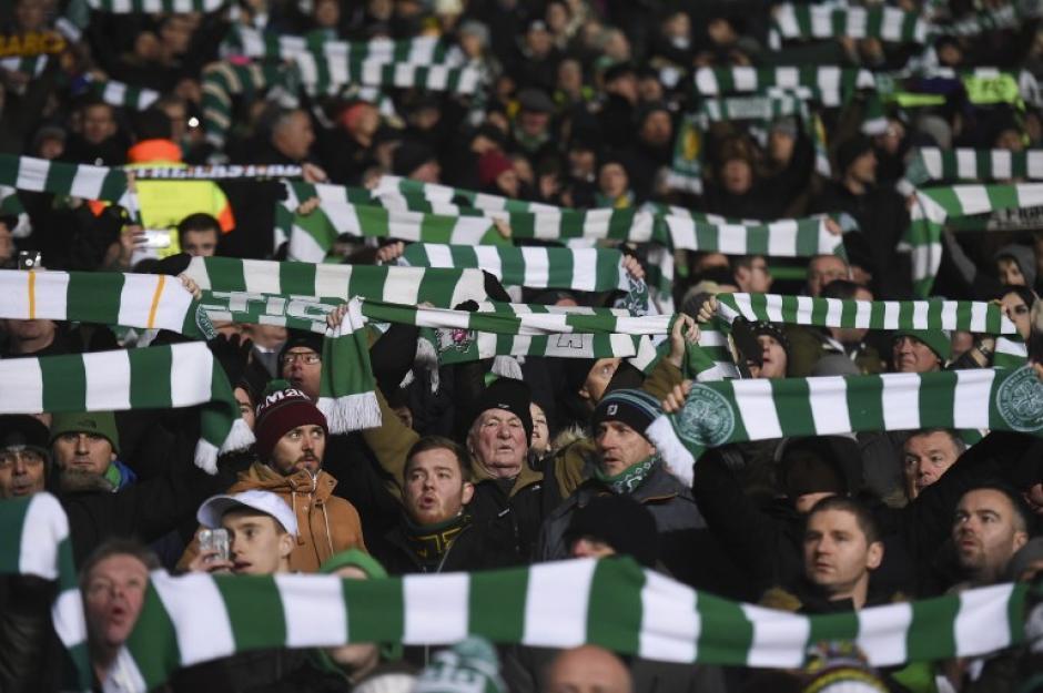 El Celtic Park estuvo encendido de principio a fin. (Foto: AFP)
