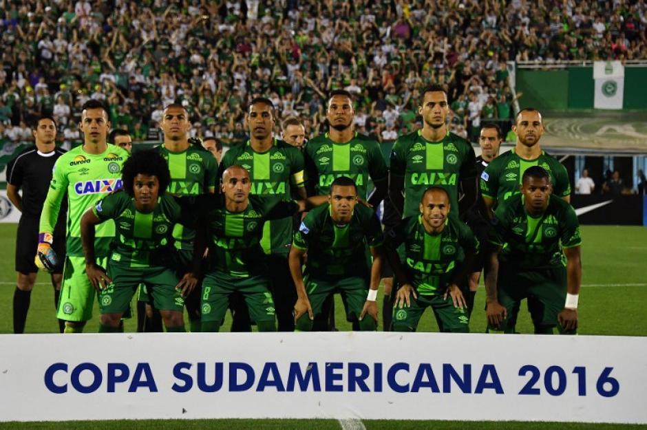 El mundo del fútbol llora la tragedia en la que se vio involucrado el Chapecoense. (Foto: AFP)