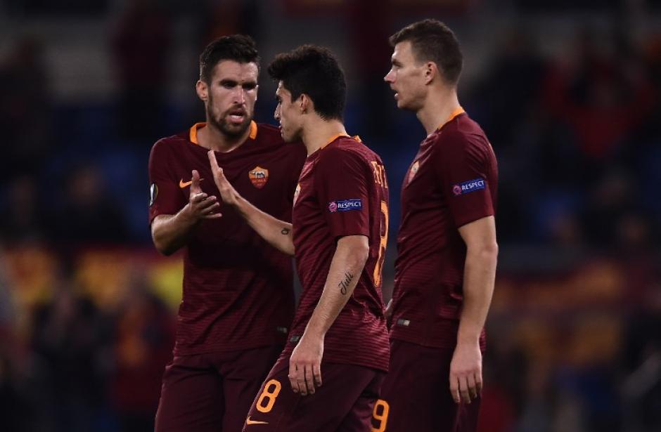 Sus propios compañeros no entendían el gol. (Foto: AFP)