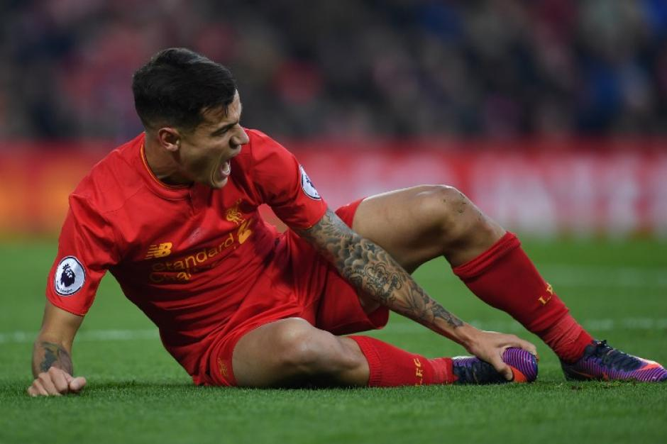 Coutinho sufrió muchísimo en los instantes después. (Foto: AFP)