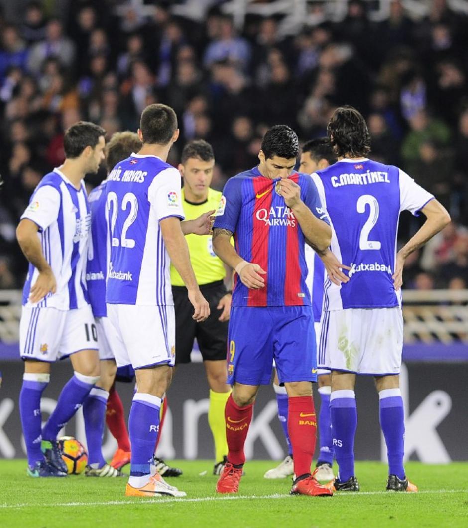 Suárez estuvo desaparecido durante el encuentro. (Foto: AFP)