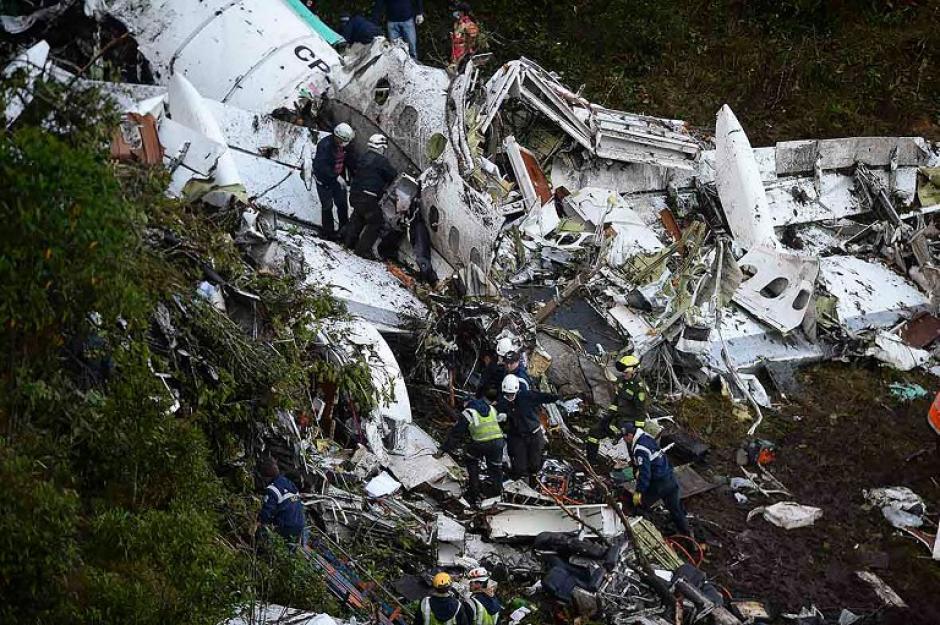 Un joven fue el primero en ayudar tras el accidente. (Foto: AFP)