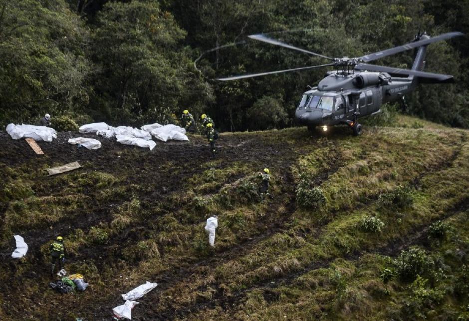71 personas fallecieron y 6 sobrevivieron. (Foto: AFP)