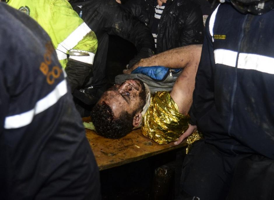 Lo encontraron debajo de los escombros. (Foto: AFP)