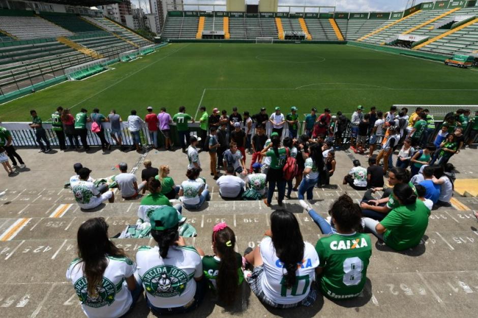 Los aficionados fueron al estadio a rendir homenaje a sus jugadores. (Foto: AFP)