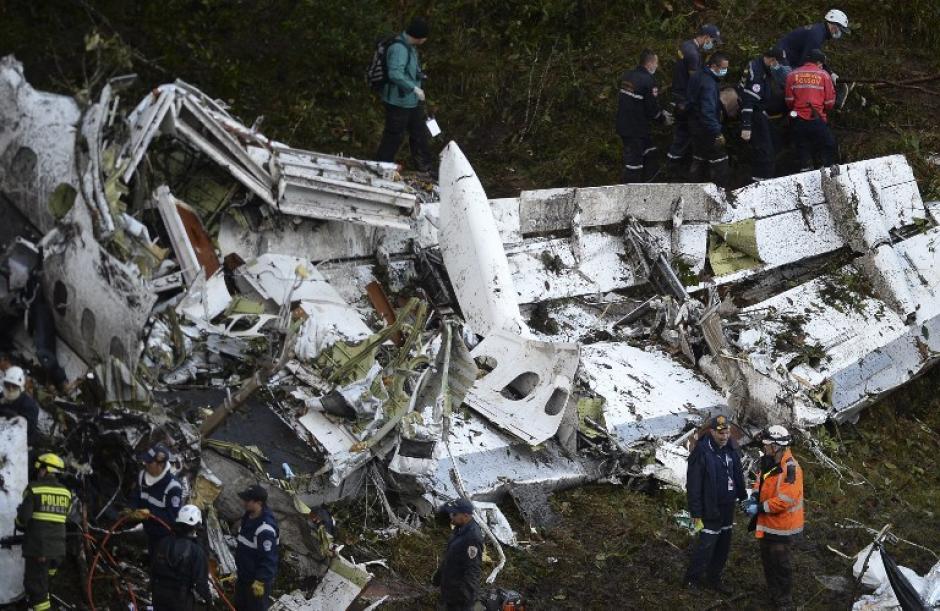 El primer sobreviviente fue atendido rápidamente. (Foto: AFP)